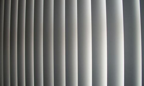 En gardin är en typ av insynsskydd som kan köpas till hemmet.